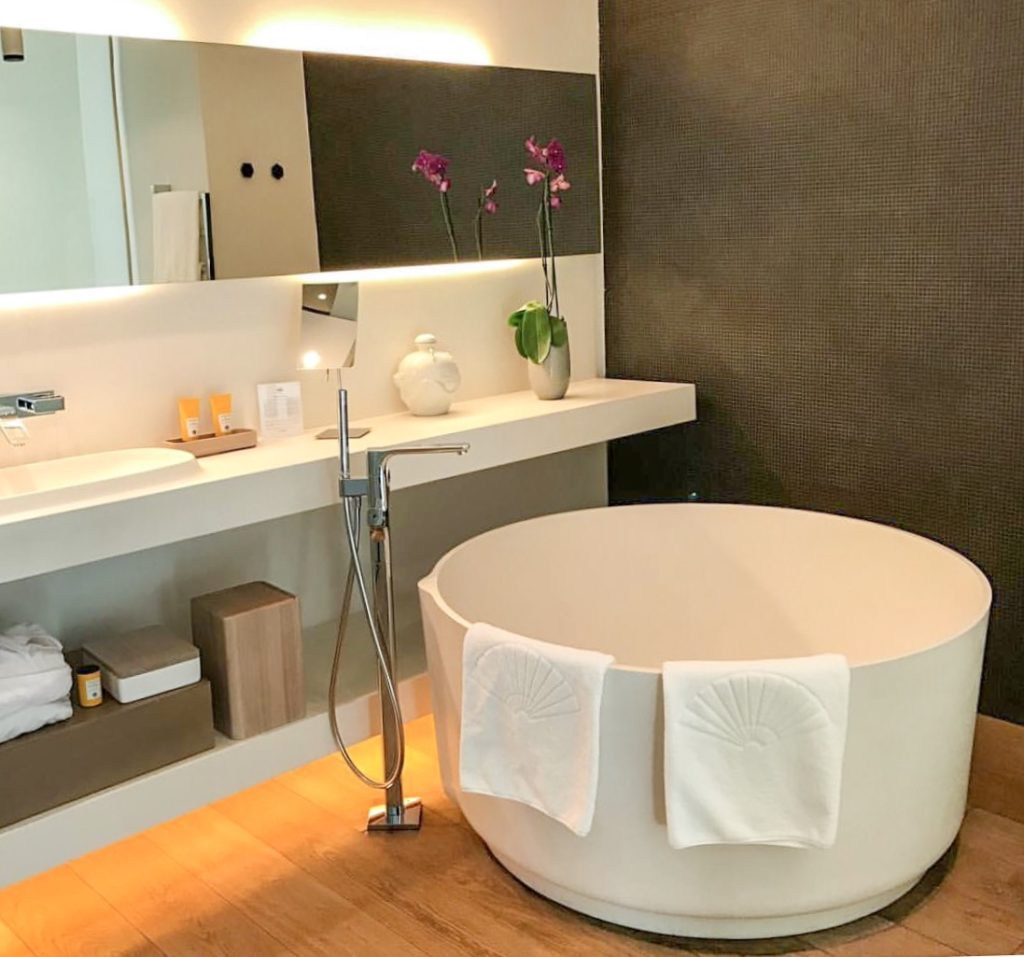 Minimalist bathroom at Mandarim Oriental hotel