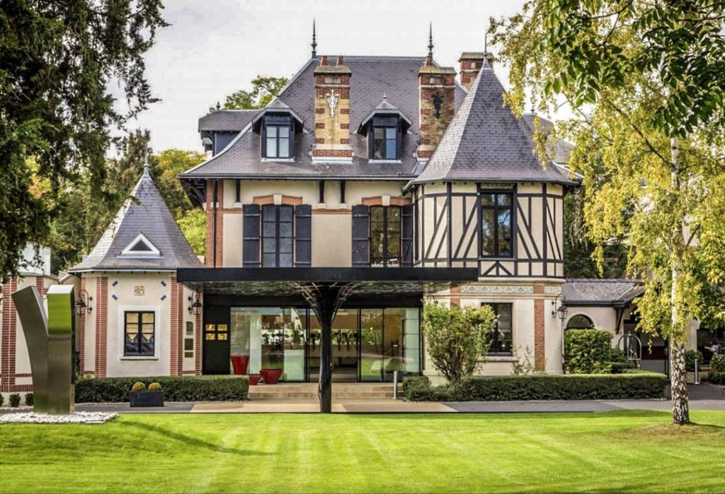 Modern interior and classic exterior at L'Assiete Champenoise